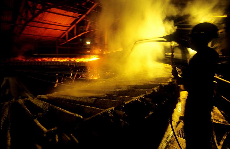 Fábrica de ferro gusa, uma de muitas instaladas na região. Marabá, Pará, Brasil. Foto Paulo Santos