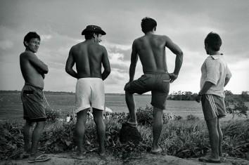 Comunidade Tukano Expedição para criação do território indígena do rio Negro. São Gabriel da Cachoeira, Amazonas, Brasil Foto Paulo Santos. 1997